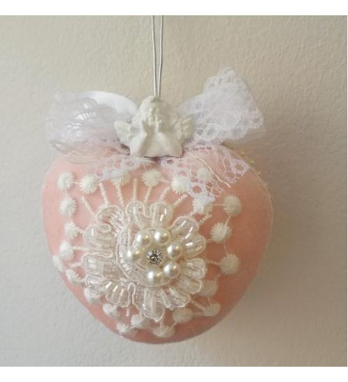 Pitsi ja pärlikestega kaunistatud südamekujuline Jõulukuul, roosa
