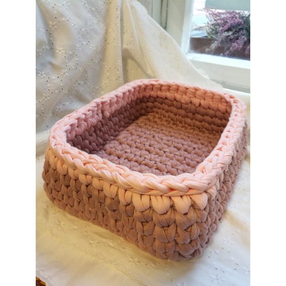 c386549c803 Heleroosa äärega heegeldatud roosat värvi korv