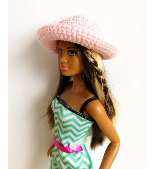 Heegeldatud kübar Barbiele