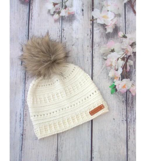 Talviselt soe meriinovillast heegeldatud valge müts