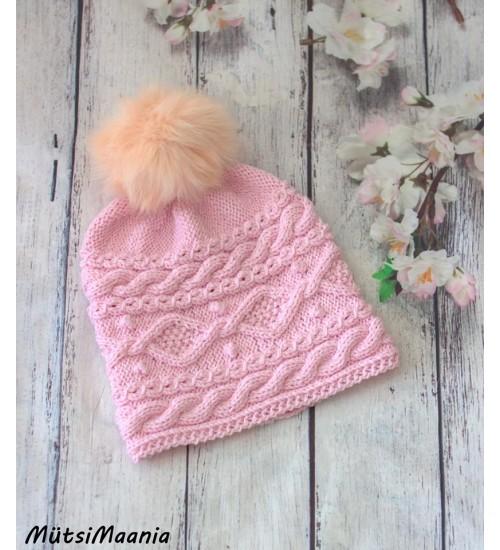 Talviselt soe meriinovillast kootud roosa müts