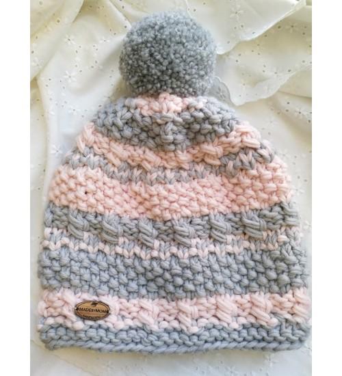 Heleroosades ja helehallides toonides triibuline tutimüts
