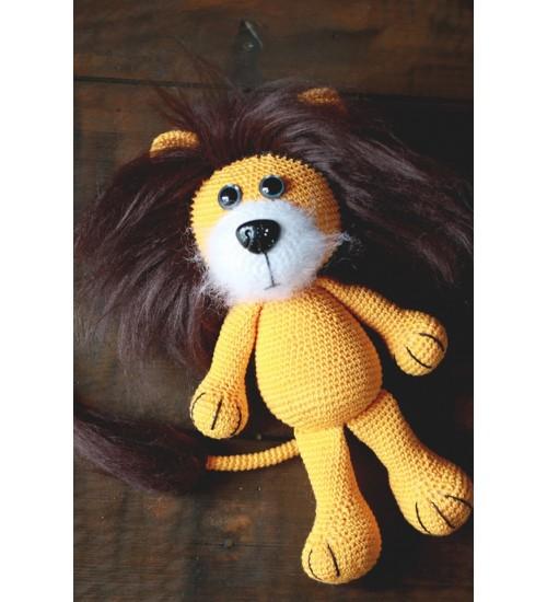 Tõeline lõvi mohäärist lakaga