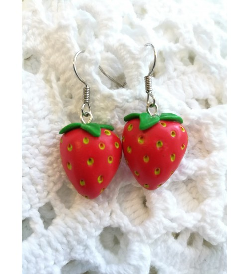 Maasikakujulised kõrvarõngad