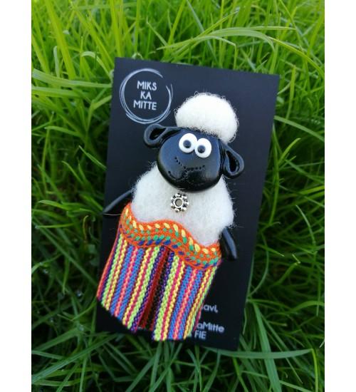 Värvilises rahvariidekostüümis rahvuslik lambapross