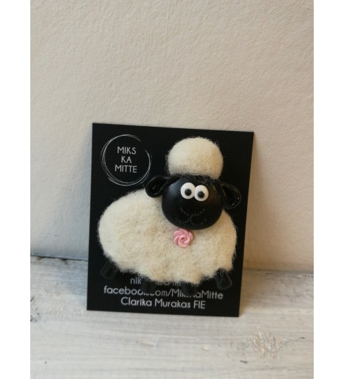 Valge kasukaga lambapross