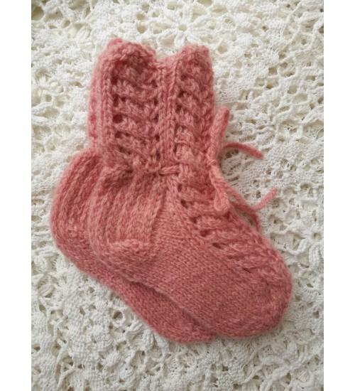 Käsitsi kootud beebisokid paeltega, õrn roosa toon