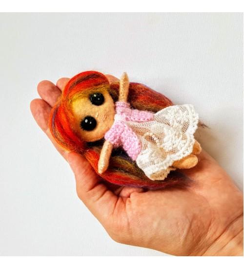 Armas vildist õmmeldud nukk
