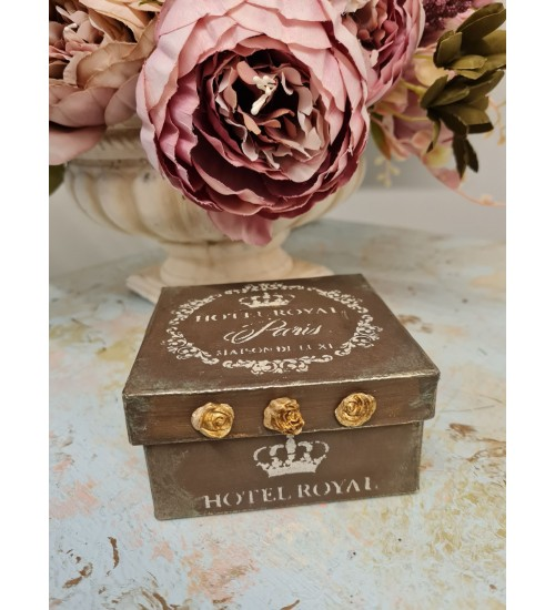 Karp nelinurkne ornamentidega