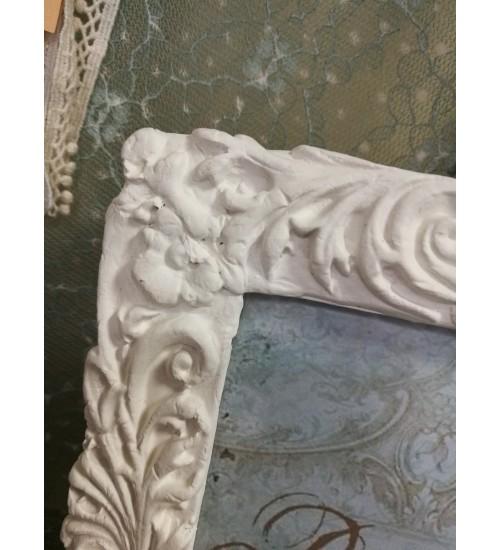 Lillelise Ornamendiga valge pildiraam