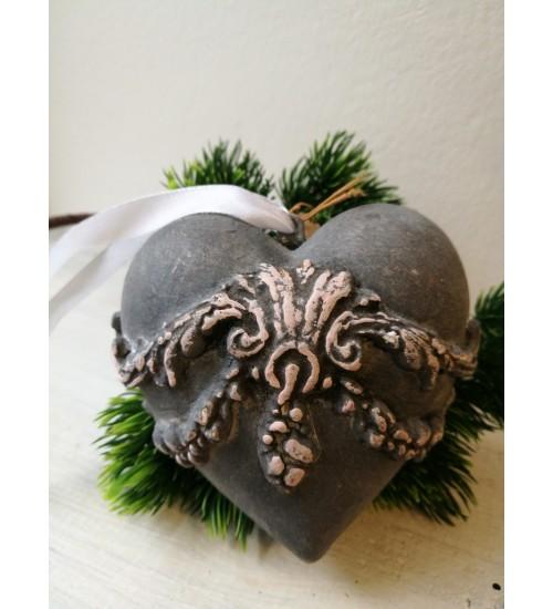 Südamekujuline jõuluehe ornamentidega, hall