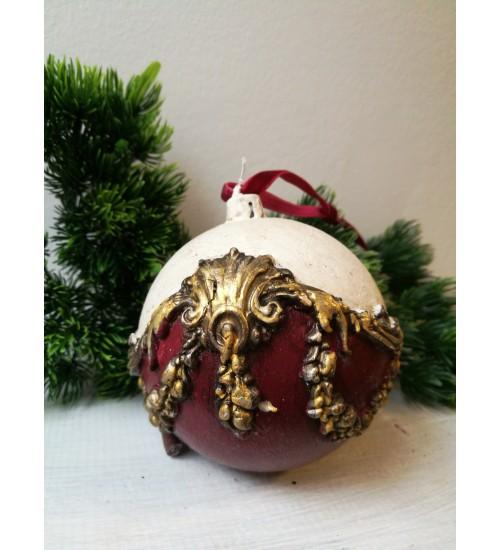 Jõulukuul ornamentidega, punane ja valge