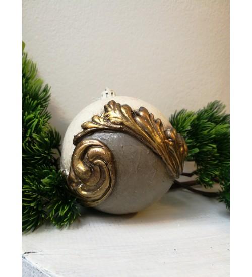 Jõulukuul ornamentidega, hall ja naturaalne valge