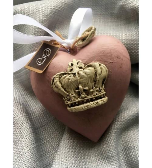 Kuldse krooniga heleroosa südamekujuline jõuluehe