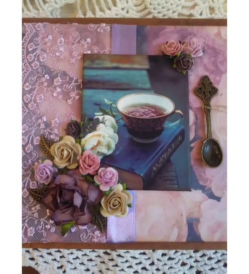Käsitsi meisterdatud romantilistes värvitoonides teekarp