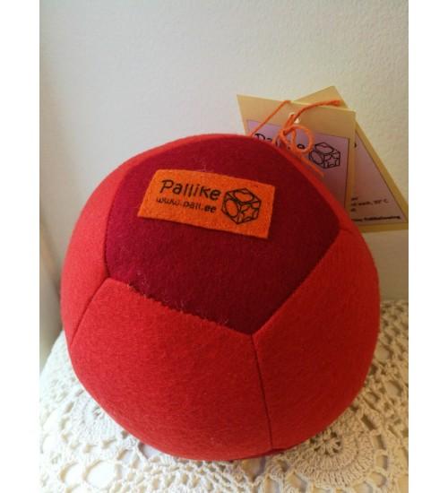 Õmmeldud vildist pall, punane