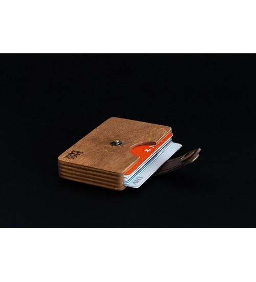 Tumepruun kaarditasku, 10 kaarti
