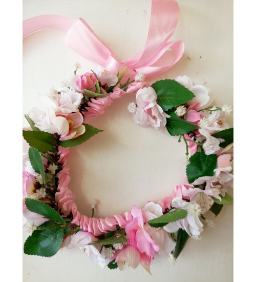 Õrn roosade lilledega peapärg kauni satiinpaelaga