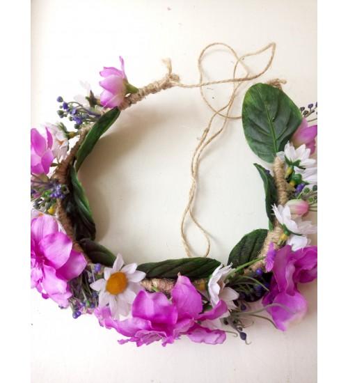 Karikakarde ja lillade õitega peapärg maalähedase takupaelaga