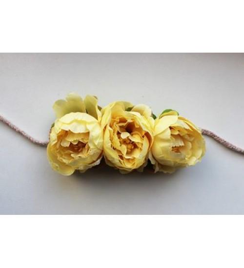 Kollaste lilledega peapärg