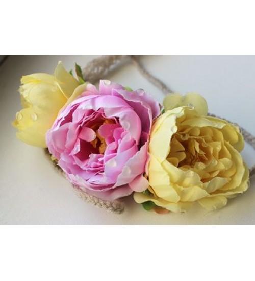 Kahe kollase ja ühe roosa lillega peapärg