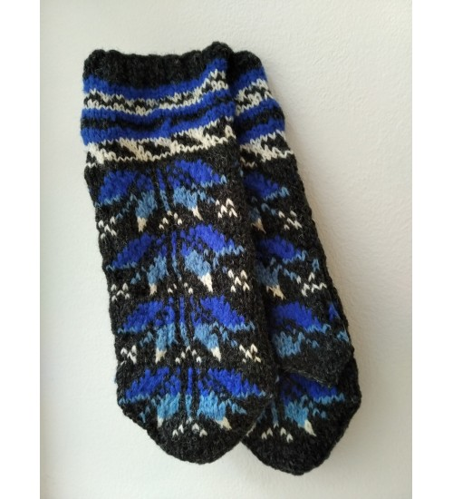 Kaheksakand mustriga sinise-tumehalli ja valgekirjud kindad