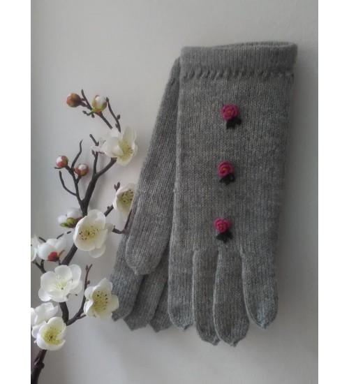 Helehallid sõrmikud kolme roosa lillega