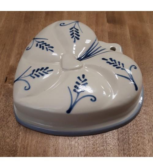 Vanaaegne südamekujuline, siniste viljapeadega koogivorm