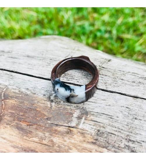 Käsitsi valmistatud must-valge merekiviga sõrmus