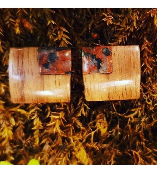 Käsitsi valmistatud merekiviga pähklipuust kõrvarõngad