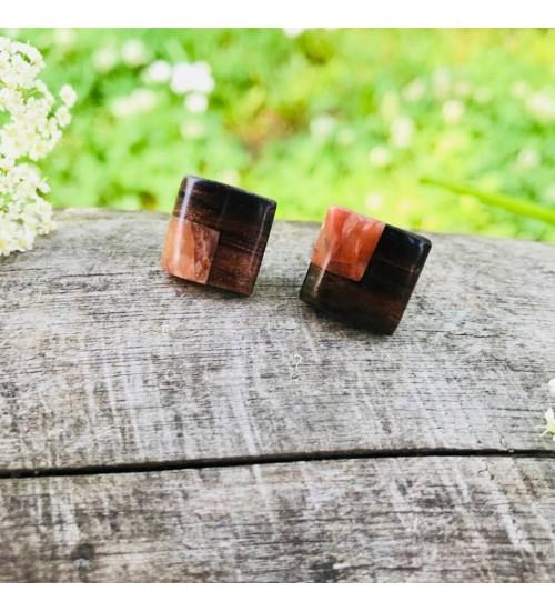 Käsitsi valmistatud punaka merekiviga roosipuust kõrvarõngad