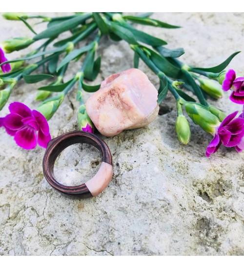 Käsitsi valmistatud roosa merekiviga sõrmus