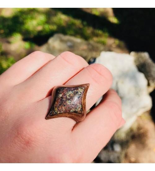 Käsitsi valmistatud merekiviga sõrmus