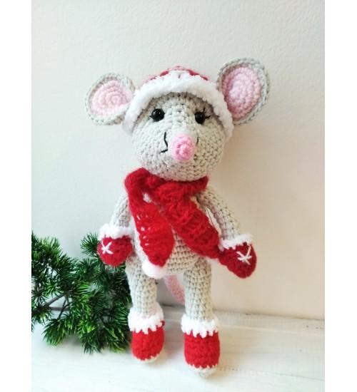 Heegeldatud hiir talvistes rõivastes