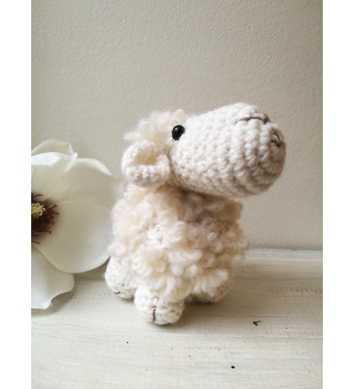 Heegeldatud pisike lammas
