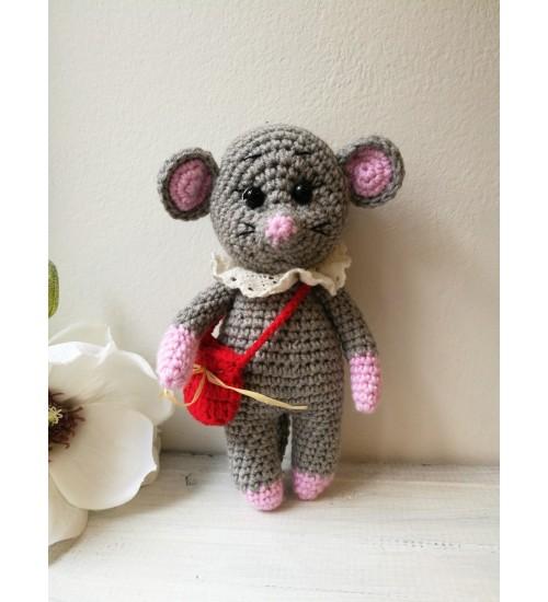 Heegeldatud pisike hiiretüdruk